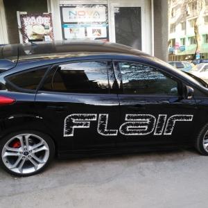Облепяне на лого на лека кола - транспортна реклама Варна