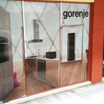Цялостно облепяне с фолио на витрина - външна реклама Варна