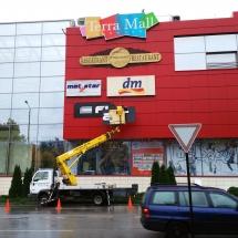 Монтаж на табела със светещи обемни букви - външна реклама Варна